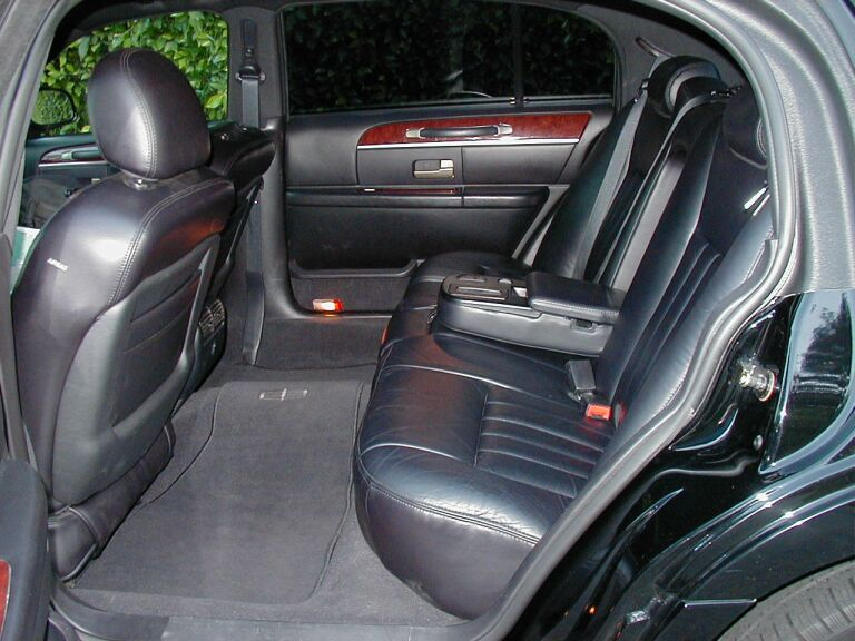 Lincoln Town Car Sedan 3 Passenger Black Allure Limo