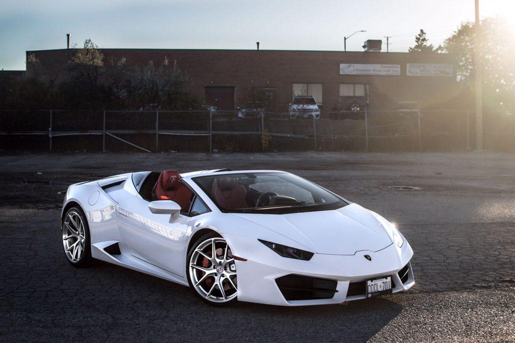 White Lamborghini Huracan Spyder Allure Limo